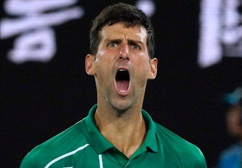 STRAKE SETT: Novak Djokovic viste styrke i semifinalemøtet mot Roger Federer i Australian Open fredag. Han vant i tre strake sett.