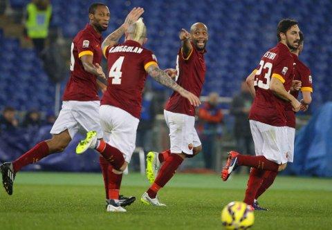 IKKE NOK: Høyreback Maicon (midten) utlinget for Roma, men hovedstadsklubben klarte ikke å hente mer enn ett poeng på hjemmbane.