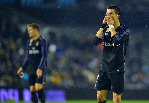 NEDTUR: Cristiano Ronaldo scoret et flott mål, men hadde også en bom av det svært sjeldne da Real Madrid røk ut av Copa del Rey. gestures during the Spanish Copa del Rey