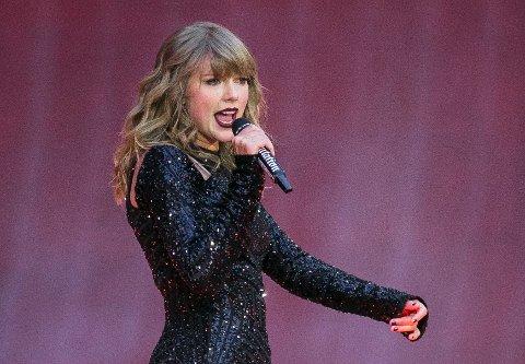 DONERTE PENGER: Taylor Swift og hennes mor donerte sammen 50.000 dollar til en alenemor som mistet mannen i desember. Arkivfoto: Joel C Ryan / Invision / AP / NTB scanpix