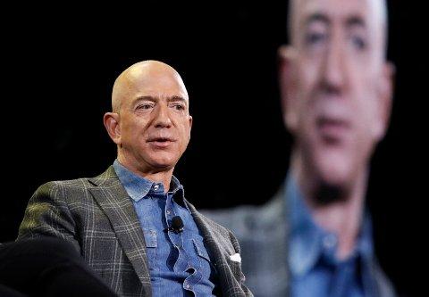 Jeff Bezos trekker seg som daglig leder i Amazon, men vil fortsatt spille en nøkkelrolle i utviklingen av netthandelskjempen Foto: AP / NTB