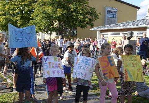 BLE HØRT: Lokalbefolkningen på Abildsø har etterlyst både strakstiltak og langsiktige trafikktiltak. På gateaksjonen forrige torsdag fikk de flere gode nyheter. Alle foto: Nina Schyberg Olsen