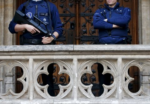 Belgisk påtalemyndighet har siktet ytterligere en person som mistenkes for å ha medvirket til terrorangrepene i Paris i november.