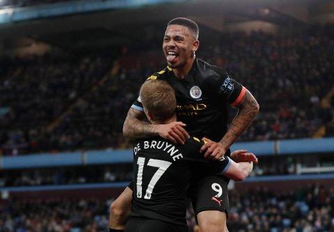 Gabriel Jesus har scoret i alle tre kampene han har startet mot Leicester i Premier League. To av gangene har han blitt matchvinner. Her feirer han scoringen sin mot Aston Villa.