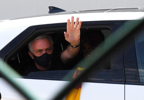 PÅ PLASS: José Mourinho landet i Roma fredag ettermiddag. Portugiseren håper hans nye klubb kan servere han nye spillere ganske snart.