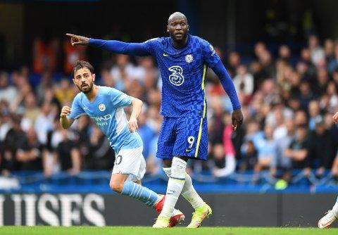 Romelu Lukaku fikk ikke til mye mot Bernardo Silva og Manchester City
