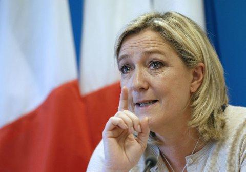 Marine Le Pen vil innføre dødstraff i Frankrike etter terrorangrepet i Paris onsdag.