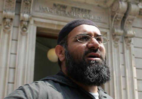 Anjem Choudary er dømt til fem og et halvt års fengsel for å ha oppfordret til å støtte IS.