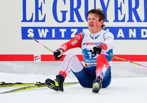SNAKKER UT: Johannes Høsflot Klæbo etter den dramatiske innspurten med stavbrekk under langrenn 50 km for menn under VM på ski 2021 i Oberstdorf.