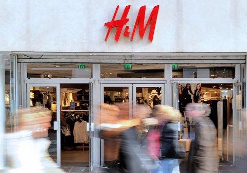 STENGER: H&M-konsernet må stenge flere butikker etter svakt resultat.