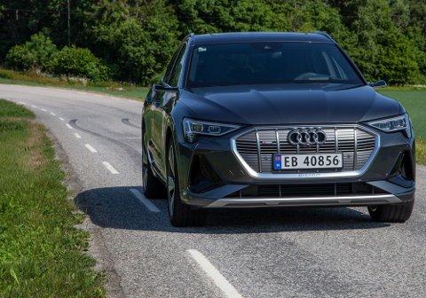 Audi e-Tron 50 Sportback er den litt billigere utgaven av Audis svært populære elbil e-Tron. Forskjellen er at Audi har fjernet 1 av 4 batterimoduler.