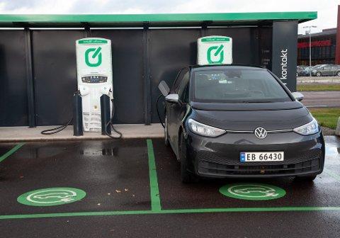 Lang ladetid og kort rekkevidde er noe av elbilenes største utfordringer. Men det finnes en løsning.