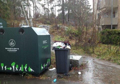 RADARVEIEN/HELLINGA: Returpunktet har vært belemret med forsøpling. Nå vil Renovasjonsetaten tømme avfallet hyppigere og øke kapasiteten. Foto: Privat