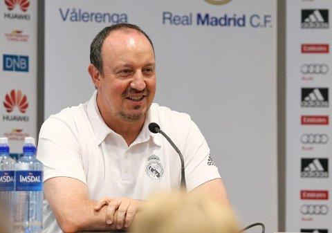 MØTTE PRESSEN: Trener Rafael Benitez.