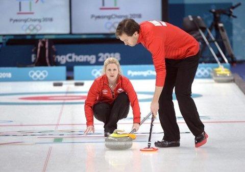 Kristin Skaslien og Magnus Nedregotten vant sin første kamp i mixed double curling under årets OL da de møtte Canada torsdag.