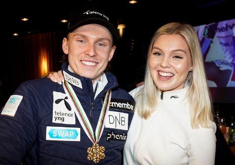 GOD SOM GULL: Henrik Kristoffersen og kjæresten Tonje Barkenes feiret Kristoffersens VM-gull i storslalåm fredag kveld.