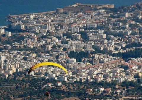 EKSPLOSJON: Det var i Kyreniafjellene nord på Kypros at eksplosjonen skjedde mandag. Illustrasjonsfoto som viser byen Kyrenia på Kypros.