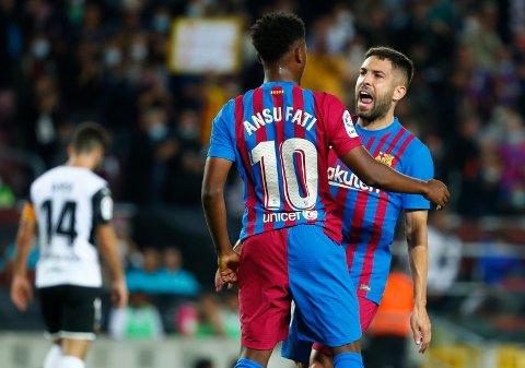 Barcelonas nummer ti Ansu Fati jubler for scoring med Jordi Alba. Foto: Joan Monfort / AP / NTB