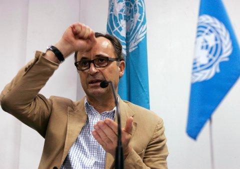 Den pensjonerte generalen Patrick Cammaert leder FN-observatørstyrken som skal overvåke våpenhvilen i Hodeida. Søndag møtte han representanter for begge parter i konflikten om bord i et skip ankret utenfor havnebyen. Foto: AP / NTB scanpix.