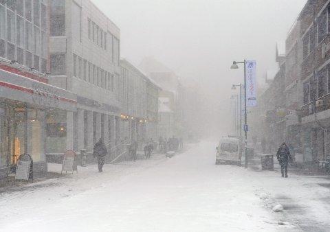SNØSTORM: Det er ventet storm og nedbør i Nord-Norge til helgen. Bildet viser snøstorm i Tromsø for noen år tilbake.