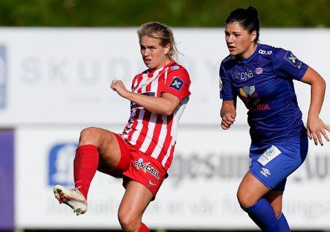 UVISSHET: Avaldsnes-profilen Elise Thorsnes og Vålerengas Dejana Stefanovic må vente med å spille kampene som avgjør hvilken klubb som vinner seriegullet.