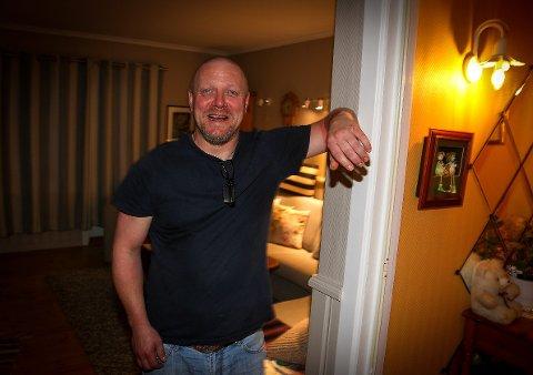 Viggo Kristiansen tilbrakte over fire timer i bil med faren Svein da de kjørte fra Ila fengsel til barndomshjemmet i Kristiansand natt til onsdag. Nettavisen har fått tilgang til dette eksklusive bildet som ble tatt kort tid etter at han kom hjem.