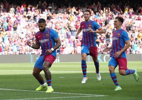Spisstjerne: Memphis Depay scoret det første målet i kampen mot Levante som Barcelona vant 3-0