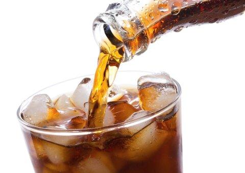 SUKKERFRITT: Du unngår sukker og kalorier, men lettbrus er likevel ikke et næringsrikt eller sunnere valg sammenlignet med tradisjonelle brusdrikker.