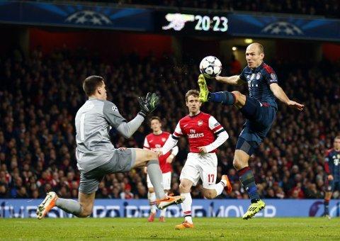 TRIPPEL-STRAFF: Da Wojciech Szczesny felte Arjen Robben fikk han straffe i mot, rødt kort og påfølgende utestengelse som straff.