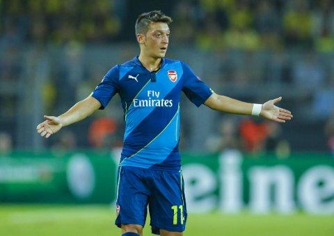 SLAKTES: Arsenals 42,5-millionersmann Mesüt Özil må tåle kritikk.