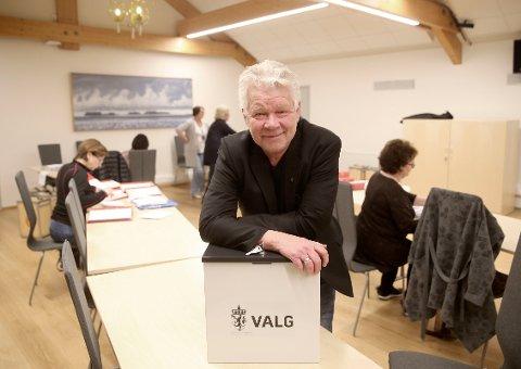 KLART NEI: På rådhuset i Rælingen var ordføre Øivind Sand fornøyd med et klart nei flertall, etter valget om kommunesammenslåing mellom Rælingen og Skedsmo.