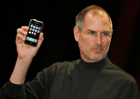 SLIK GIKK DET: Steve Jobs under lanseringen av første generasjons Iphone i 2007. Men historien kunne vært veldig annerledes.