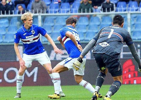 FLERE TILFELLER: Morten Thorsby (til venstre) og Sampdoria sliter fortsatt med smitte av covid-19 i troppen. Thorsby er en av spillerne som har vært smittet tidligere.