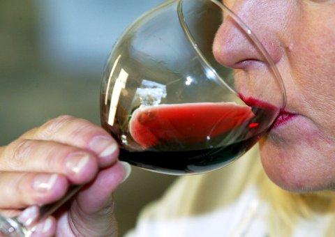 Personer midt i livet bør være ekstra forsiktig med hvor mye de drikker. Foto: Gorm Kallestad / SCANPIX