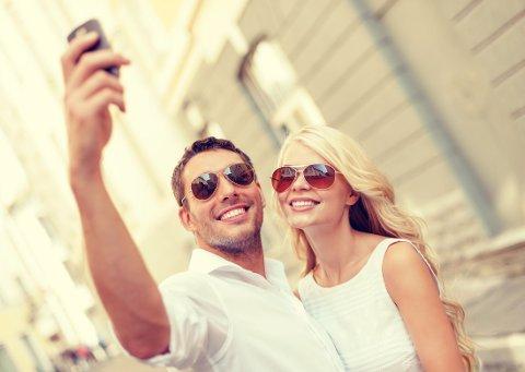SMASK: Å vise hvor lykkelig man er, med partnere på Facebook, får andre til å mislike deg.