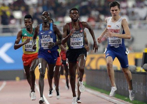 VM-KJENNING: Canadas Mohammed Ahmed (i midten), her fotografert under en mye omtalt situasjon med Jakob Ingebrigtsen under VM i 2019, har løpt på en imonerende tid.