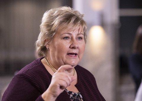 Statsminister Erna Solberg (H) kommer torsdag til Stortinget for å redegjøre for nye koronatiltak.