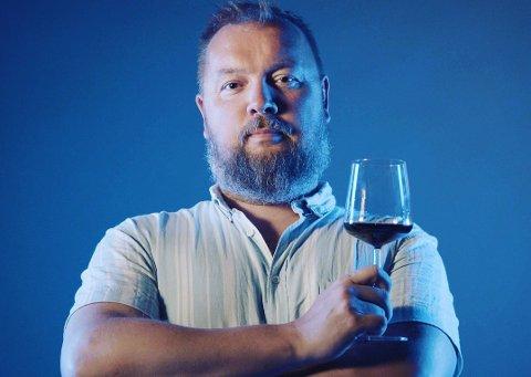 Kjell-Gabriel Hendrichs er glad i god vin, og deler gjerne sin kunnskap. I løpet av kurset kan du også stille spørsmål.