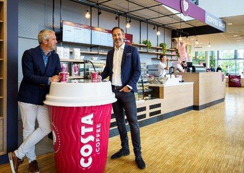 Carl Lescroart og Tormod Halbakken, administrerende direktør og direktør for varme drikker for Coca-Cola European Partners Norge