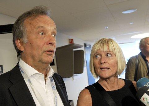 STREIKEN FORTSETTER: Per Kristian Sundnes i KS og og Ragnhild Lied i Utdanningsforbundet ble ikke enige mandag. Ytterligere 80 lærere ble tatt ut i streik. Foto: Terje Pedersen / NTB scanpix