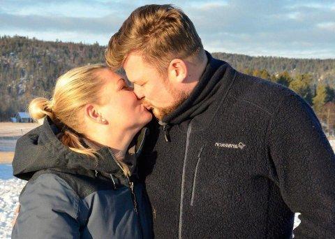 FORLOVET: Erik Grytnes (38) og Maria Bjørndal (35) er forlovet etter å ha funnet hverandre på «Jakten på kjærligheten».