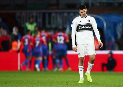 Aleksandar Mitrovic (t.h.) har ikke scoret i de siste elleve bortekampene til Fulham.