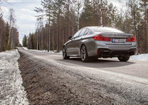 BMW M5 Competition er selve definisjonen av ulv i fåreklær. Den har plass til hele familien, bagasje - men har samtidig ytelsen til en superbil.