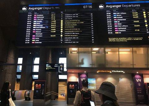 UTFORDRENDE UKE: Torsdag førte lyn og tordenvær til store problemer for togtrafikken på Østlandet. Fredag morgen er Østfoldbanen åpen igjen, men det meldes om forsinkelser ved Spydeberg.
