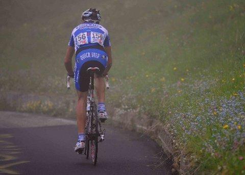 TIDLIG BRUDD: Quick Step-rytter Branislau Samoilau var med i bruddet som hadde et forsprang på over åtte minutter på hovedfeltet. Den sterke klatreren, med blant annet 11.plass opp til Kronplatz tidligere i Giroen, kom lengst av de ni utbryterne opp Mortirolo før Liquigas-toget kom. Utbryteren ble nummer ni på etappen, 5,27 bak vinneren Michele Scarponi.