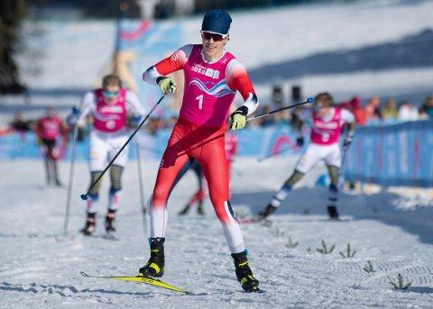 Nikolai Holmboe går inn til overlegen seier i sprintfinalen i ungdoms-OL lørdag. Foto: Joel Marklund, OIS via AP / NTB scanpix