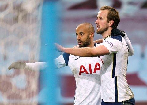 GJORDE JOBBEN: Lucas Moura og Harry Kane skapte nok farligheter til at Tottenham fikk seieren de trengte på Villa Park. Her avbildet etter Kanes straffescoring i andre omgang.