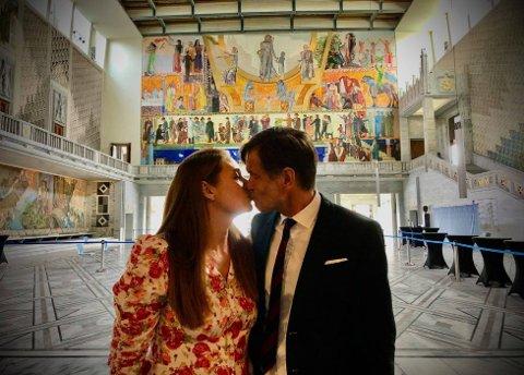 NYGIFT: Kjetil Rolness og Karin Magdalena Erichsen giftet seg i Oslo rådhus. Foto brukt med tillatelse.