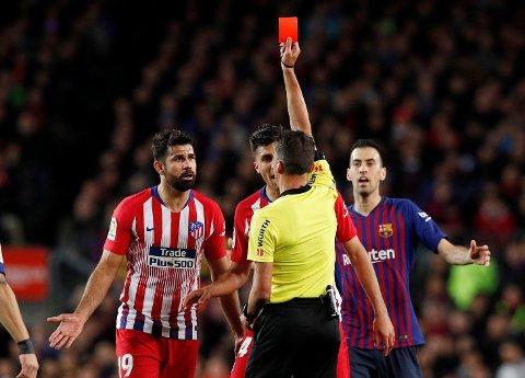 RETT UT: Atletico Madrid trengte tre poeng, men da Diego Costa ble utvist tidlig ble bortekampen mot serieleder Barcelona for tøff.