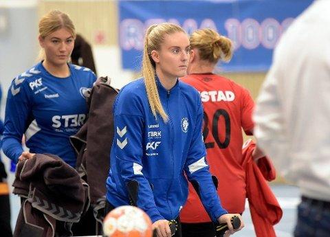PÅ KRYKKER: Janne Håvelsrud Eklo må belage seg på å se Oppsals kamper fra tribunen resten av sesongen. Her fra da Oppsal tapte mot Molde tidligere denne sesongen. Foto: Solfrid Therese Nordbakk (Nordstrands Blad)